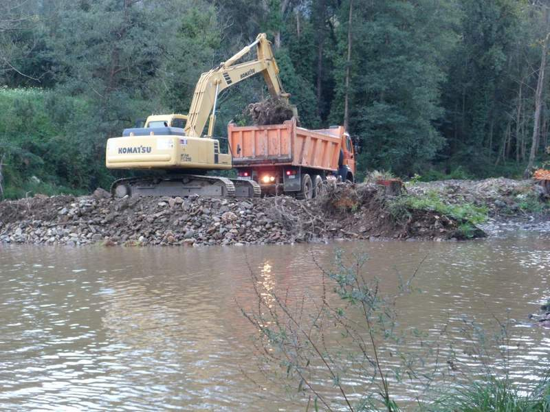 Comiezo de las obras en el rio en San Tirso de Abres