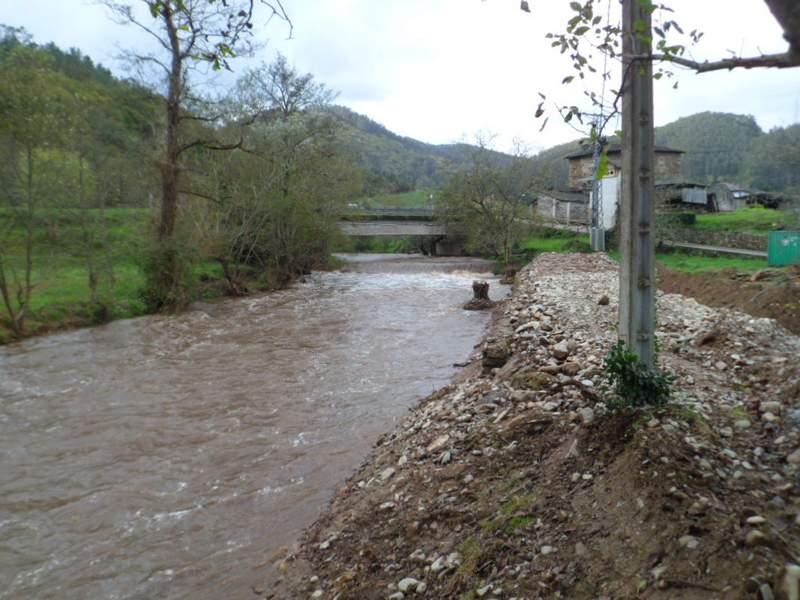 Trabajos de ejecución en el río Llorín