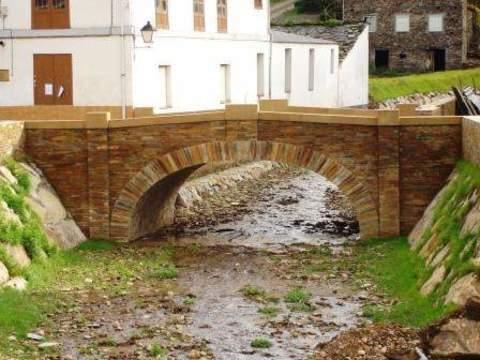 Construcciones Lucas Garcia - Restauración de cauce y puentes en el río Suarón y el Arroyo Montoto en Piantón, t.m. de Vegadeo (Asturias) - Construcciones Lucas García, S.L.