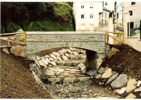 Construcciones Lucas Garcia - Restauración del cauce y márgenes del tramo bajo del Arroyo Cuantas en San Antolín de Ibias, t.m. de Ibias (Asturias) - Construcciones Lucas García, S.L.